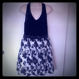 """""""City triangles"""" black and white dress size 11"""